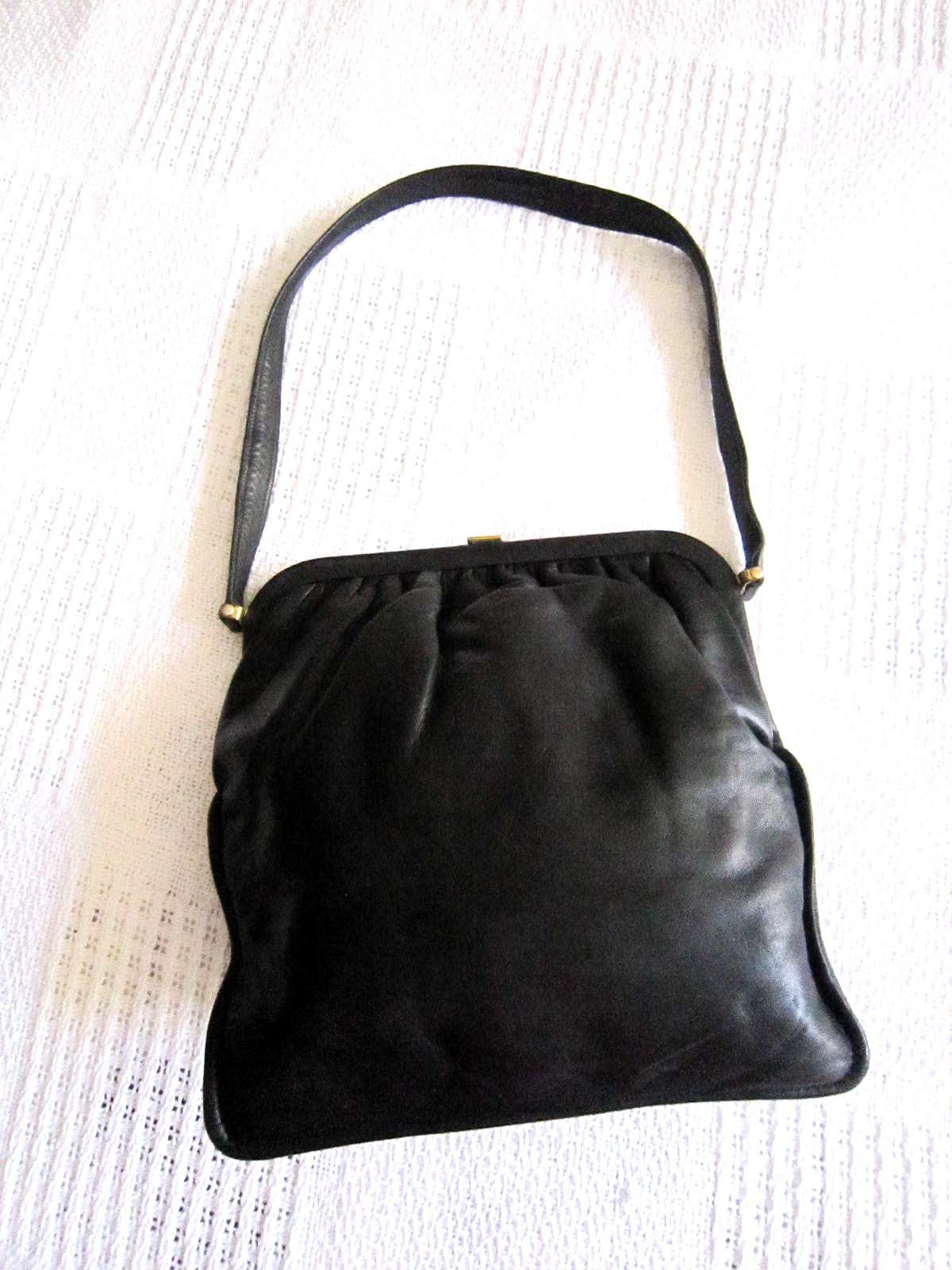 Vintage Black Leather Kiss-lock Shoulder Bag
